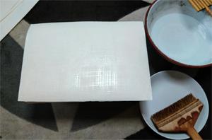 「水刷毛」を使って、格子状に必要最低限の水分を引きます。