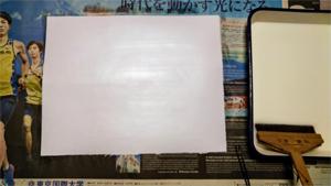 下貼り用の紙全面にアク止め安全糊を塗ります。